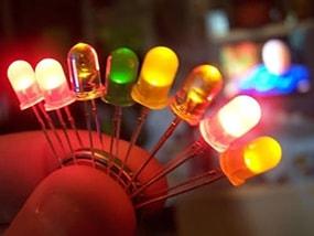 Tại sao đèn LED bị nhấp nháy? Làm sao để khắc phục?